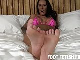You love worshiping my pretty little feet dont you