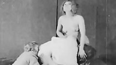 Happy Teens Fuck and Spank Each Other (1920s Vintage)