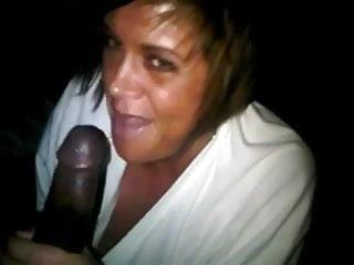 Grosse salope suce un black