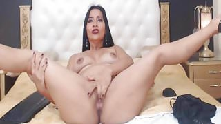 Hot and Sexy Webcam Babe Fucks Ass with Dildo