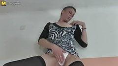 Dirty mature slut fingering her both holes