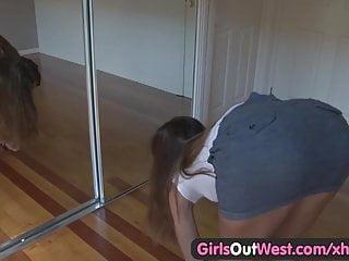 Teenie pussy cumm - Gorgeous teenie fingers her wet hairy pussy