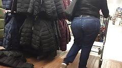 Mature Latina Ass in Jeans