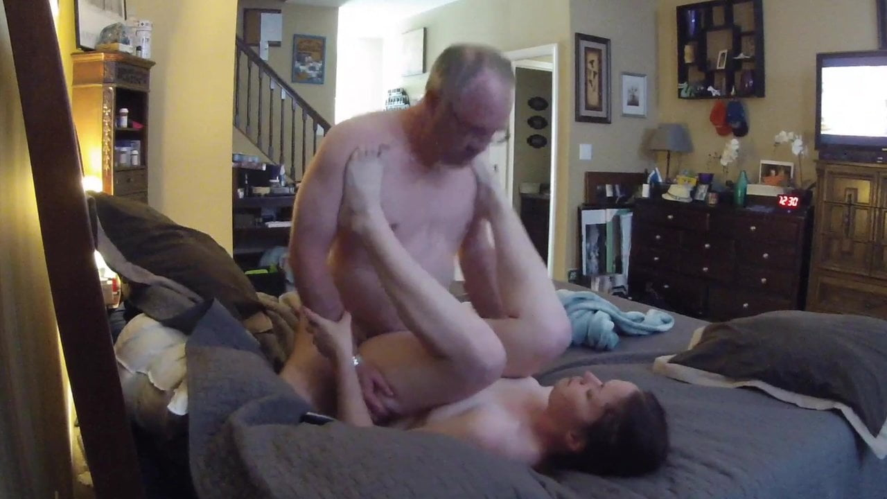 Free download & watch young woman sucking and fucking old man         porn movies