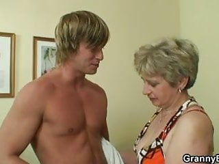 Lonely granny gets screwed by a totally stranger