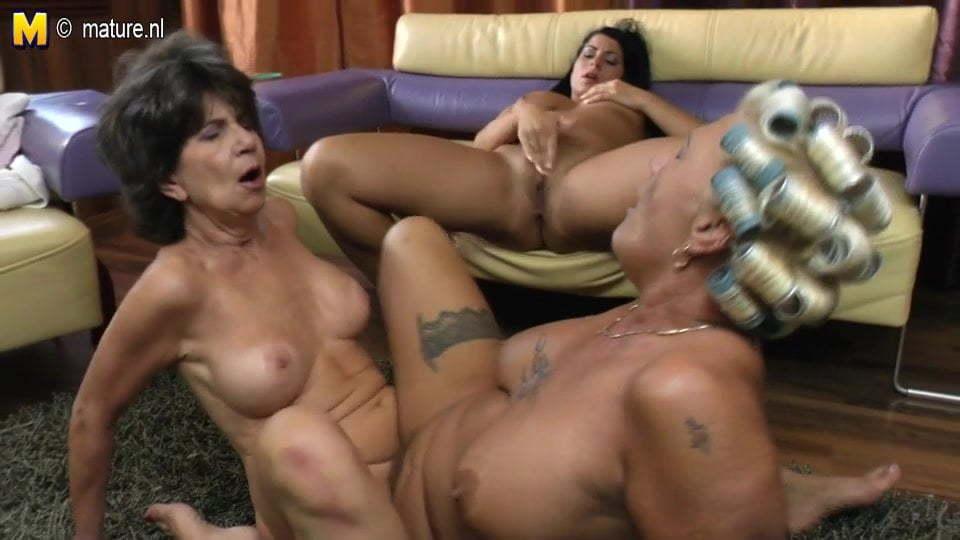 amateur granny getting eaten by lesbian tube