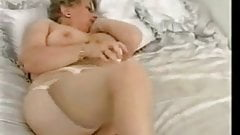 Enjoy this exhibitionist granny !! Amateur Older