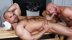 gay sex i lockerroom