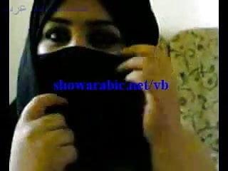 arab woman playing with arabic dick