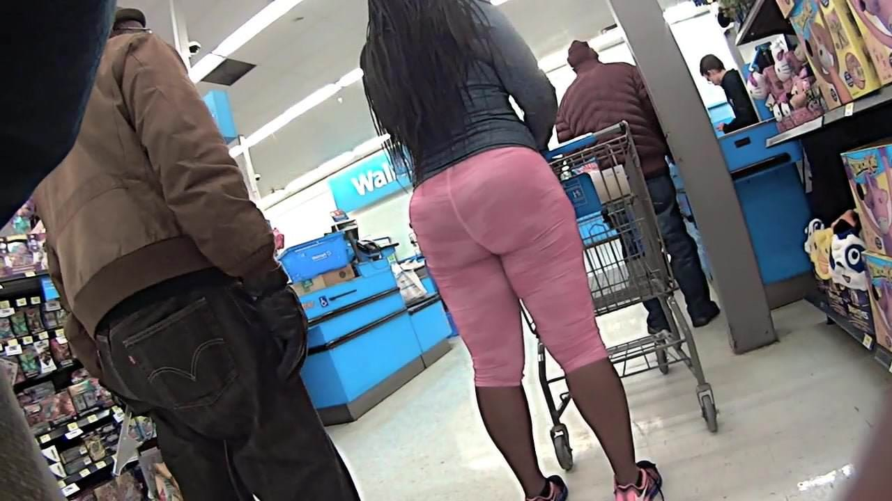 Ebony booty milf spandex in subway