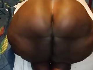 WOW WHAT A BIG HUGE BBW BOOTY