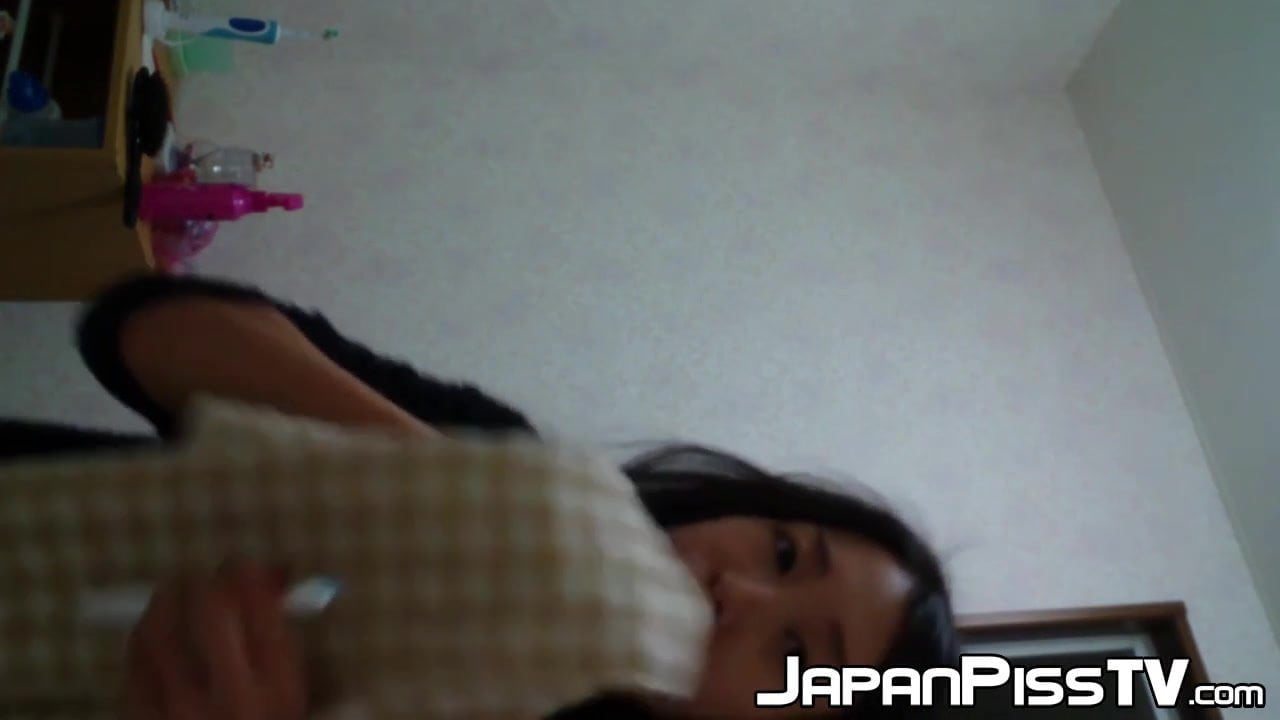Younger Japanese magnificence information herself pissing