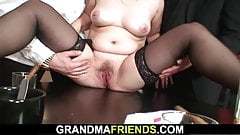 Her old pussy and mouth getting shared's Thumb