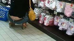 Voyeur upskirt magasin milf granny teen tatouage