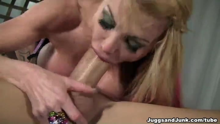 Taylor wayne milf in the action !