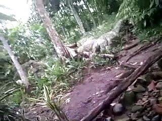 Indonesian Cewek Jilbab Tudung Ciuman Dan Pamer Susu