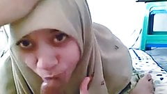 Arab Girl In Hijab Gives Blowjob