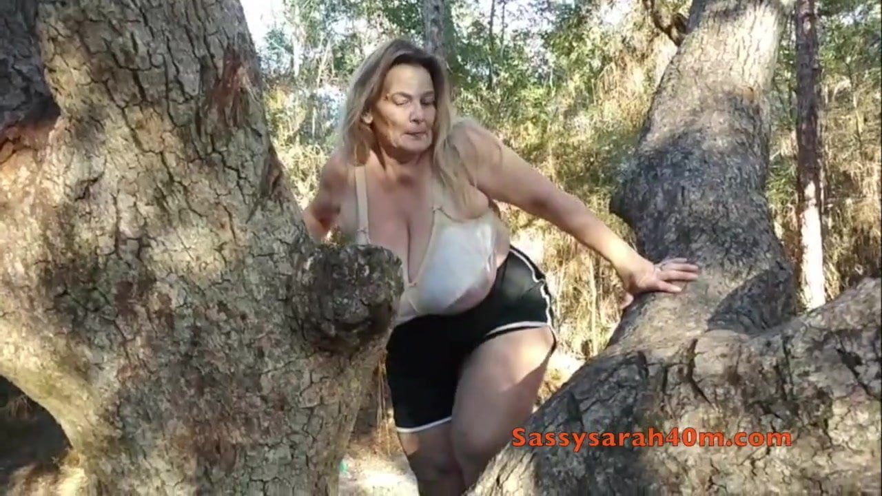 Big Saggy Tits Sarah In A Tree, Free Saggy Tits Tube Hd -7656