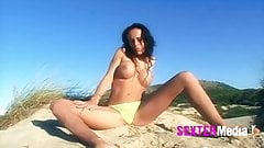 sextermedia,Girl nackt on the Beach's Thumb