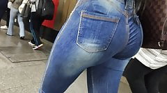 Big ass college girl in jeans