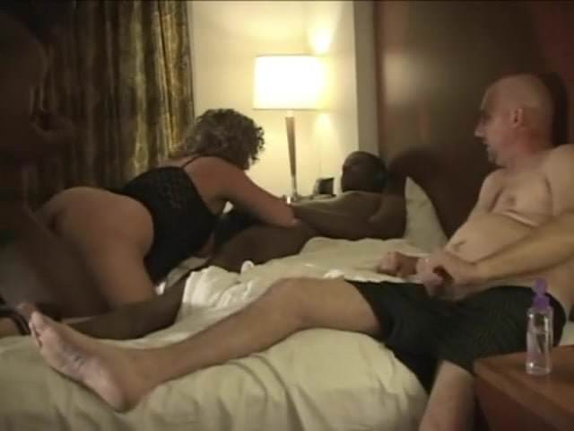 Amateur Hubby Shares Wife