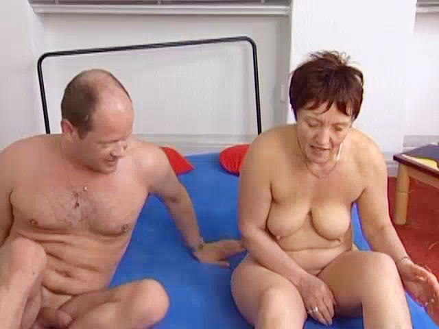 German Mature Slut Earns Some Extra Money Free Porn 9E-2483