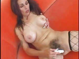 Hairy mature  needs to cum right now