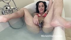 Aragne takes a sexy bath and looks amazing