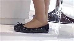 Candid Hostess Shoeplay Feet Dipping Nylons Pantyhose Nice