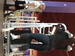 Great fat Latina ass at the gym