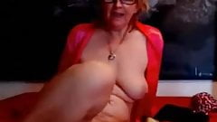Granny spreads her pussy and ass on webcam