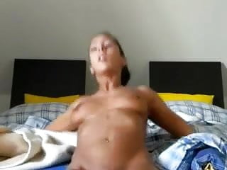 Young Brunette Orgasm On Cam