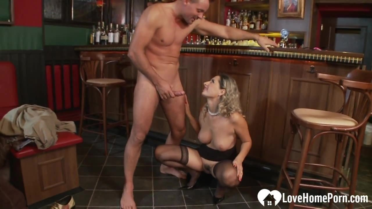 Gaping ass pleasures for a thirsty milf babe.mp4