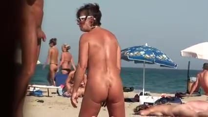 Voyeur on public beach.He fuck her, and she laughs.