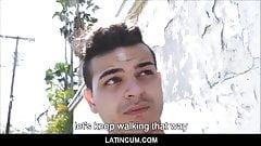 Молодой натуральный латинский паренек-гей за деньги от незнакомца в любительском видео