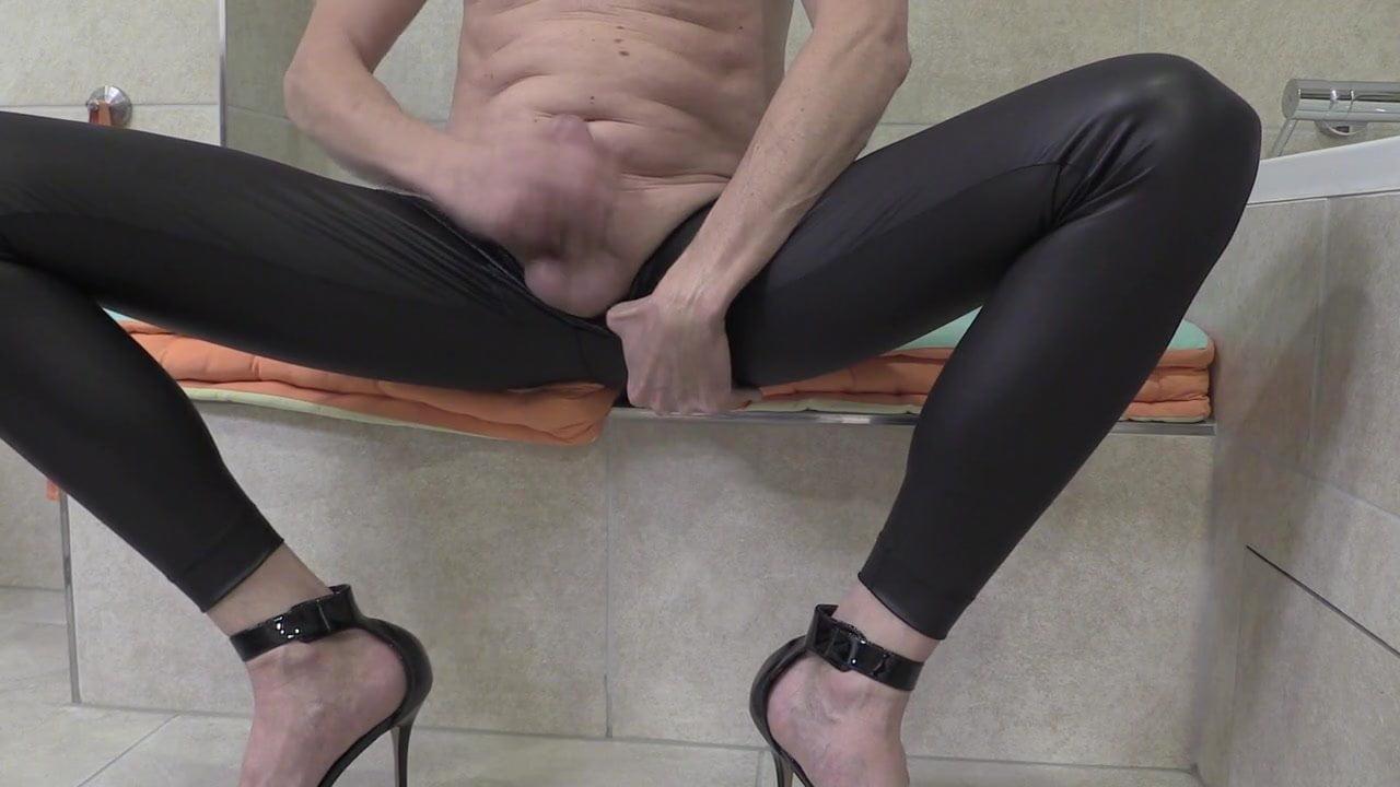 Erotic heels and hose videos — photo 9
