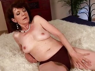 Mature milf eveline red hairy pussy (camaster)