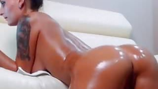 Hot Slut Shakes her Ass, Blows a Dildo & Dances on Webcam's Thumb