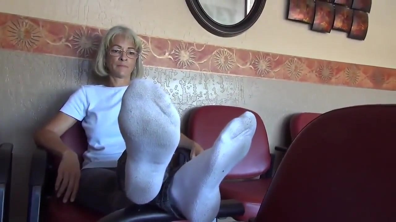 Mature feet teasing