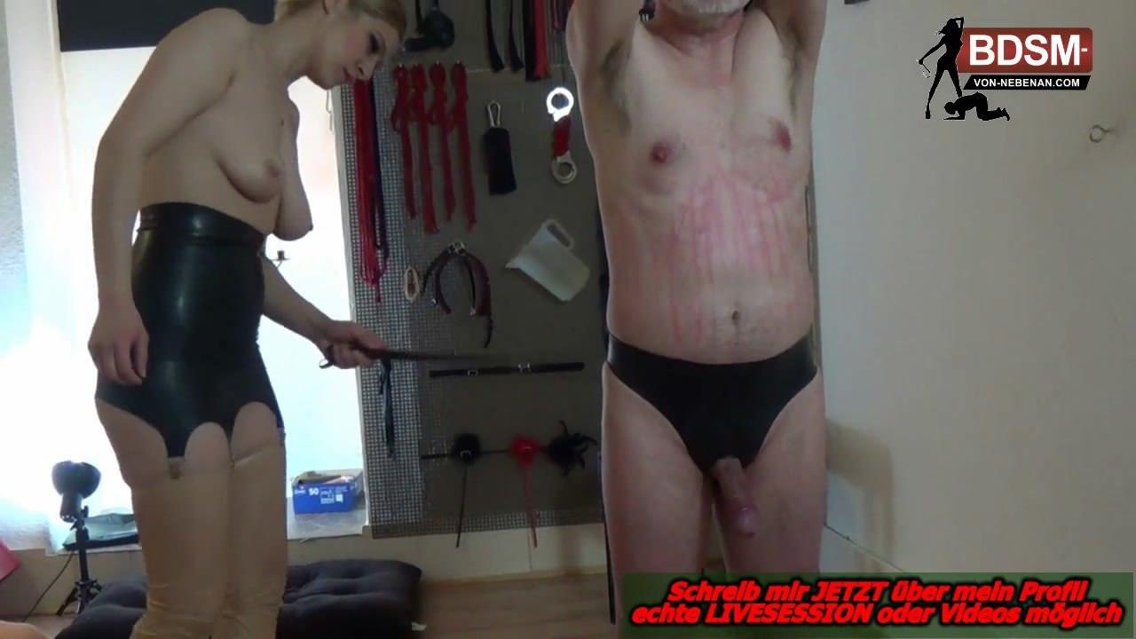 Deutsche Amateur Domina schlaegt sklaven rot - german fedom BDSM spankinig