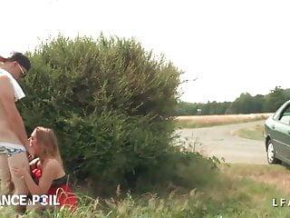 Petite pute francaise defoncee au bord de la route