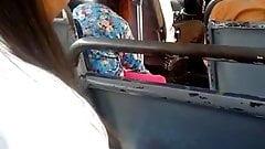 METIENDO DEDOS EN EL BUS 2 CASADA