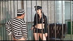 MLDO-139 A prisoner is dominated by a woman guard
