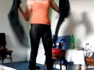 Download video bokep cameltoe spandex teen amateuer shiny legings Mp4 terbaru