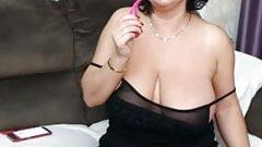 Voluptuous brunette cums hard on webcam