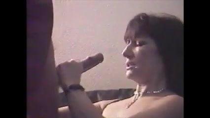Mireille joue avec son Thierry d'Amour