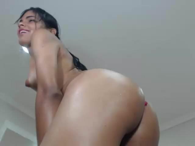 dick Girl shakes ass on