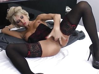 Awesome mature with stocking and heels masturbating HD