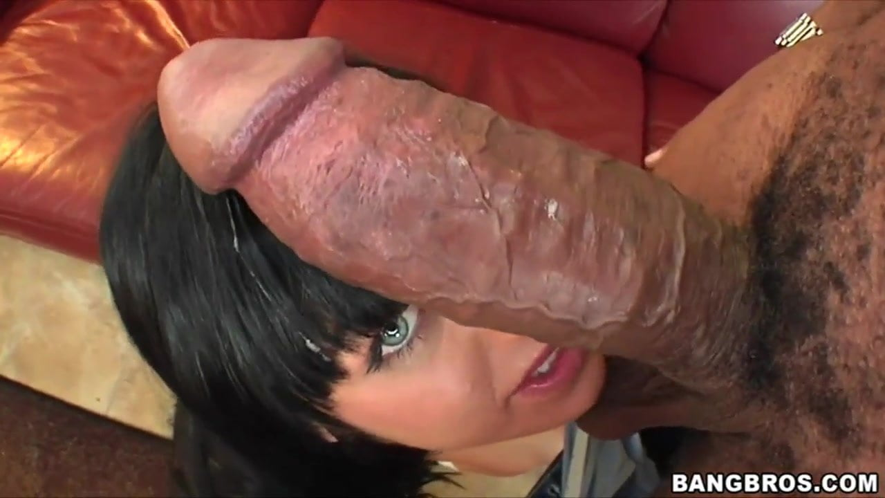 Ebony slut two dicks
