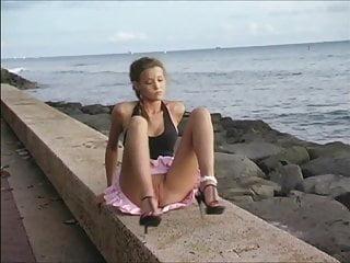 flasher-girl Carli